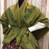 Mantón verde de lana